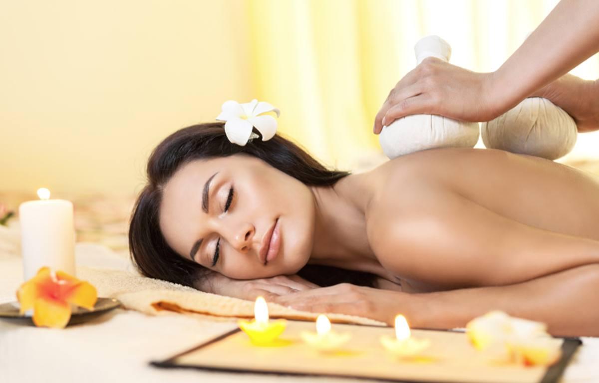 Kräuterstempel Massage bei MeeDee Thaimassage in Bad Aibling